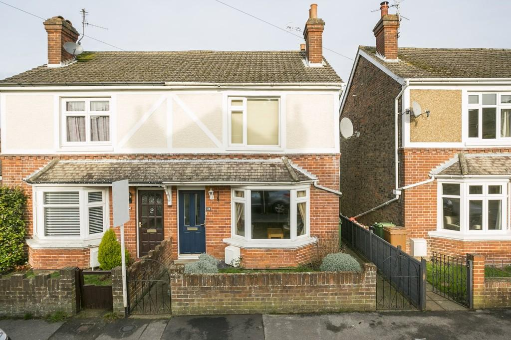 3 Bedrooms Semi Detached House for sale in First Street, Langton Green