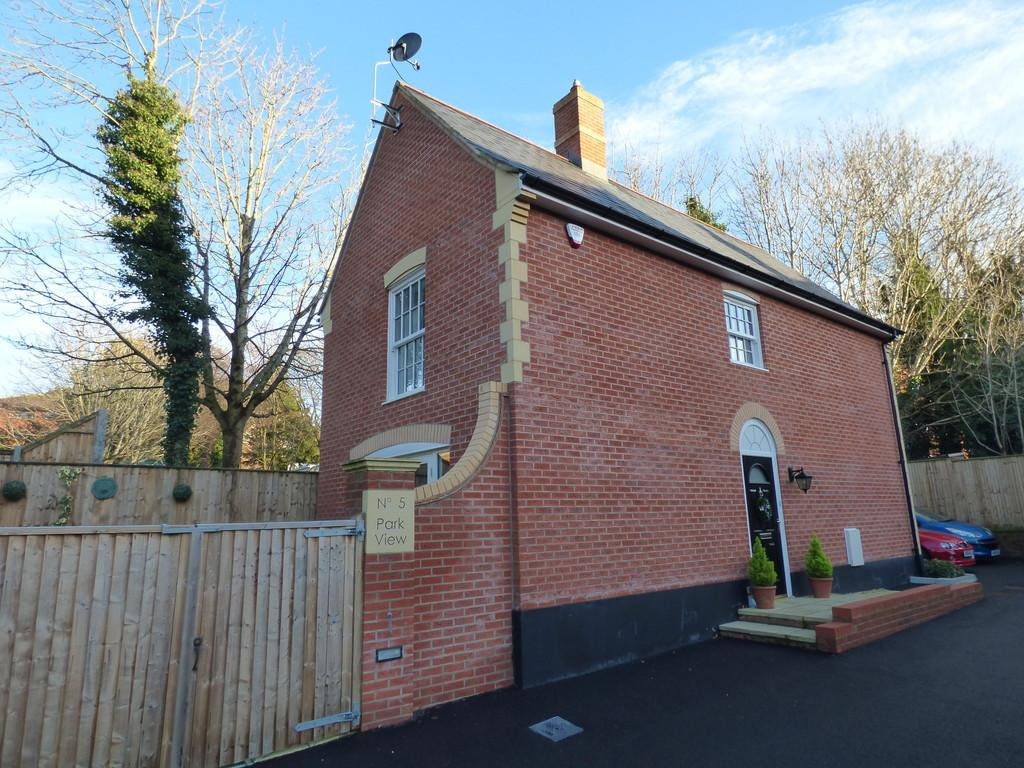 3 Bedrooms Detached House for sale in Lower Parkstone, Poole