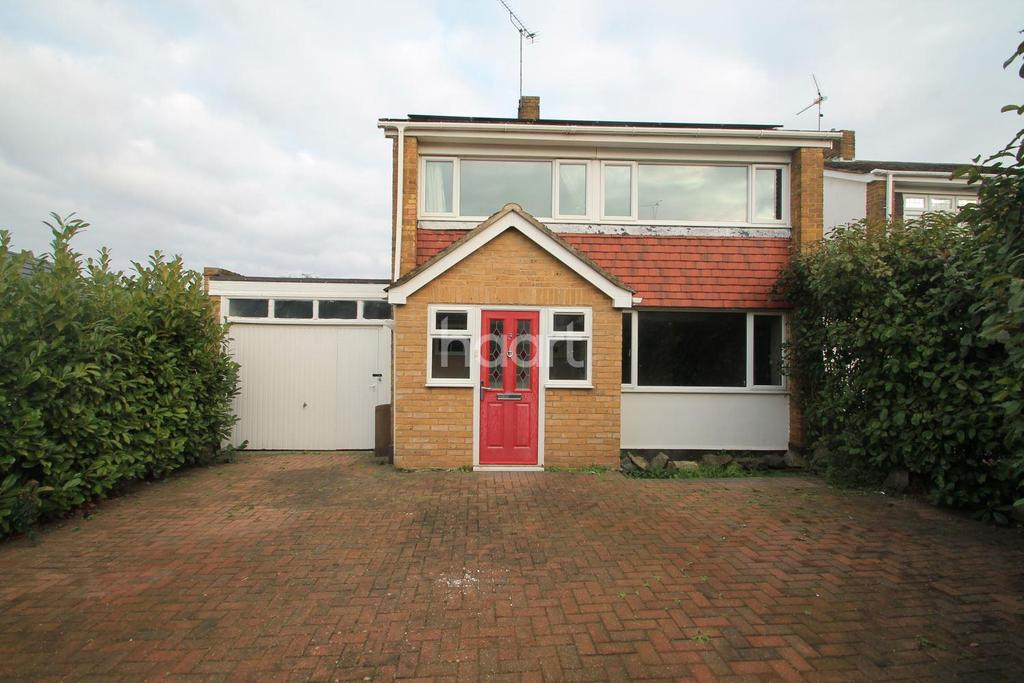 3 Bedrooms Detached House for sale in Gayleighs