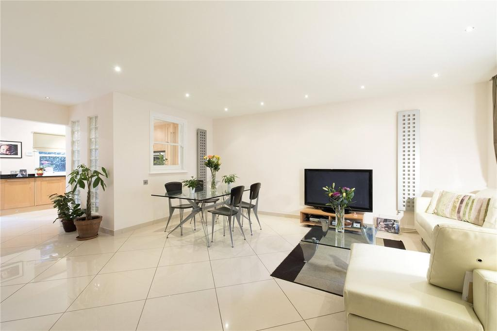 4 Bedrooms Terraced House for sale in Claridge Court, Munster Road, Fulham, London