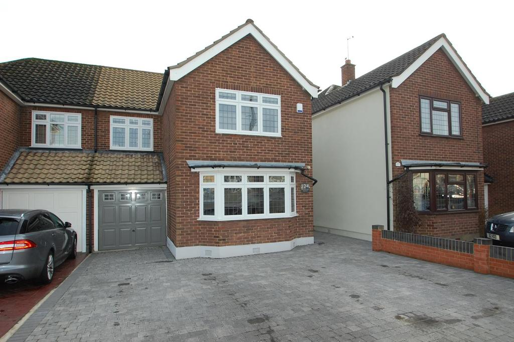 4 Bedrooms Semi Detached House for sale in Marlborough Gardens, Upminster, Essex, RM14
