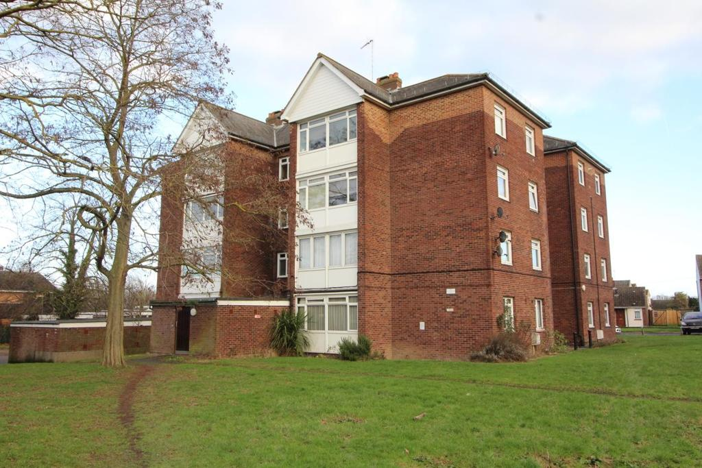 2 Bedrooms Apartment Flat for sale in Mascalls Way, Chelmsford, Essex, CM2