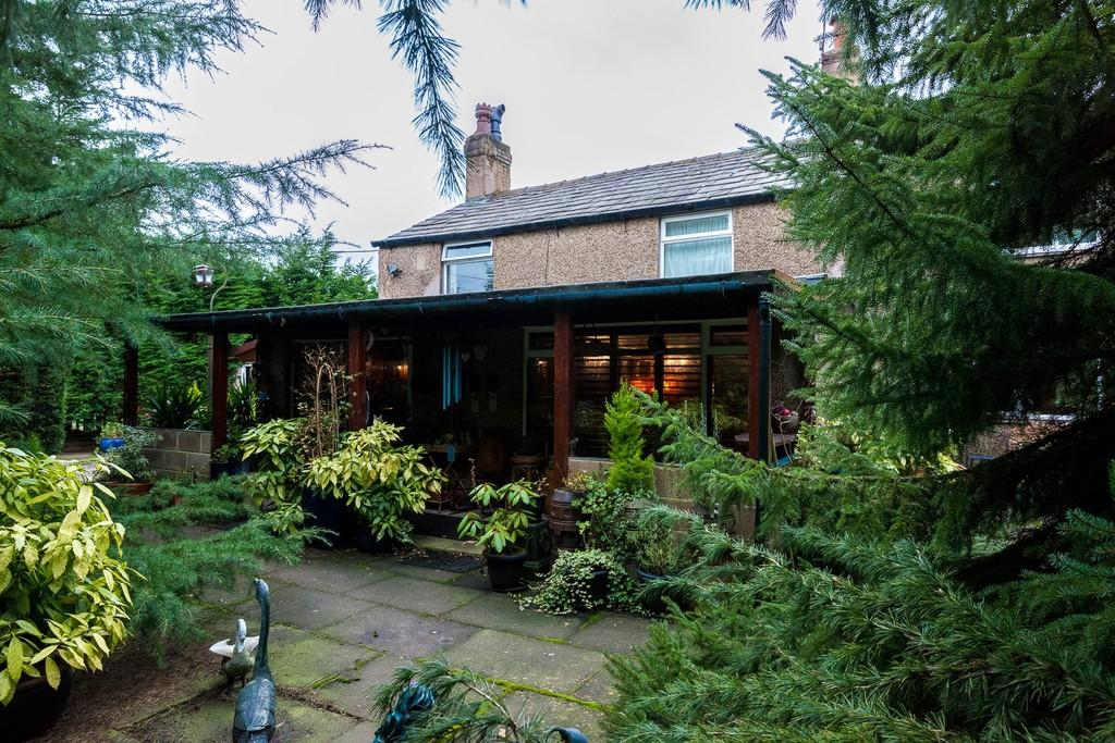 2 Bedrooms Cottage House for sale in Canrow Lane, Knowsley, Prescot