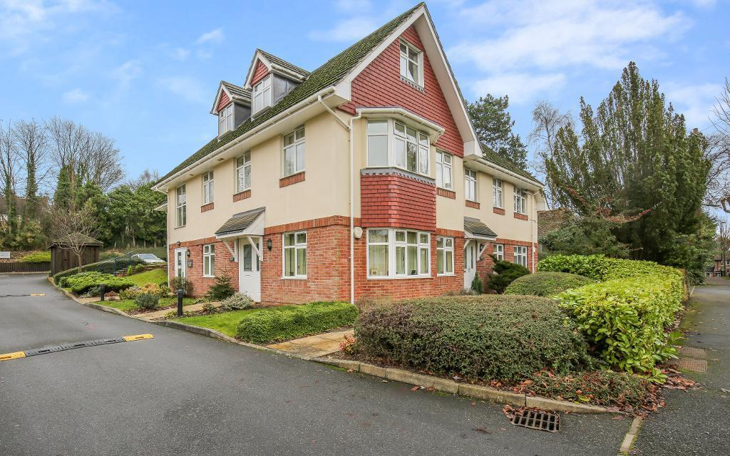 2 Bedrooms Flat for sale in Penwortham Road, Sanderstead, Surrey, CR2 0QU