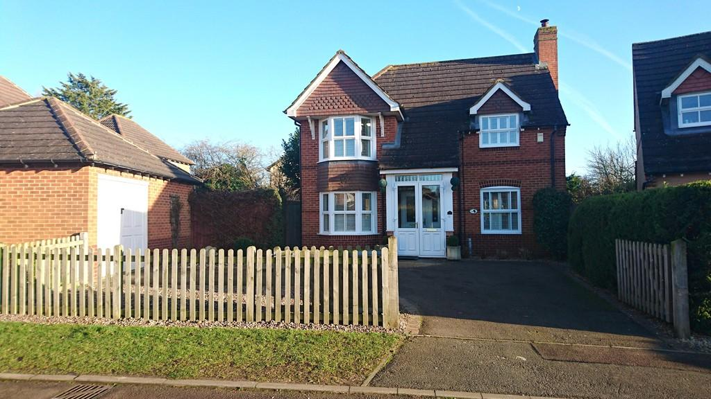 3 Bedrooms Detached House for sale in Swallow Close, Brackley