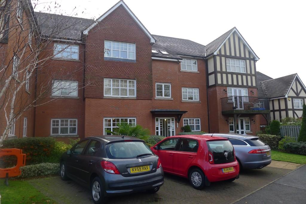 2 Bedrooms Apartment Flat for sale in The Gardens, Birmingham Road