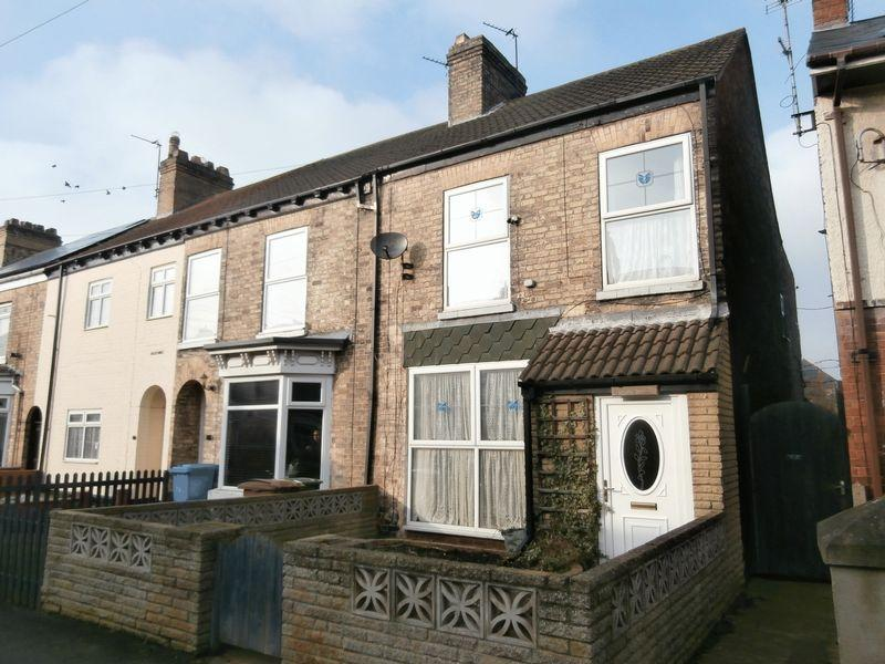 3 Bedrooms Terraced House for sale in South Cliff Road, Withernsea