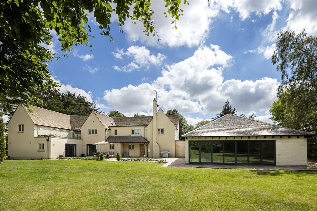 5 Bedrooms Detached House for sale in Nr Minchinhampton, Gloucestershire, GL6