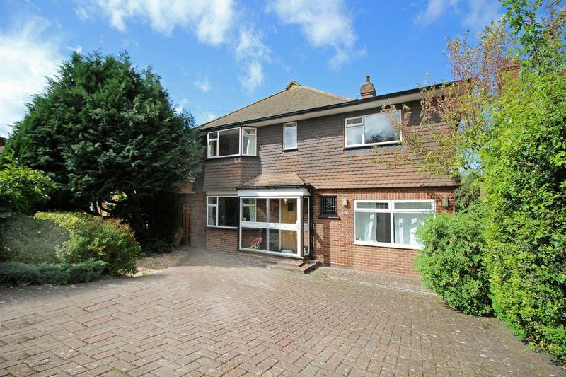 4 Bedrooms Detached House for sale in Morley Road, Sanderstead, Surrey