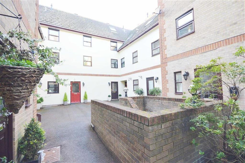 3 Bedrooms Town House for sale in St Winfred Road, Bournemouth, Dorset, BH2