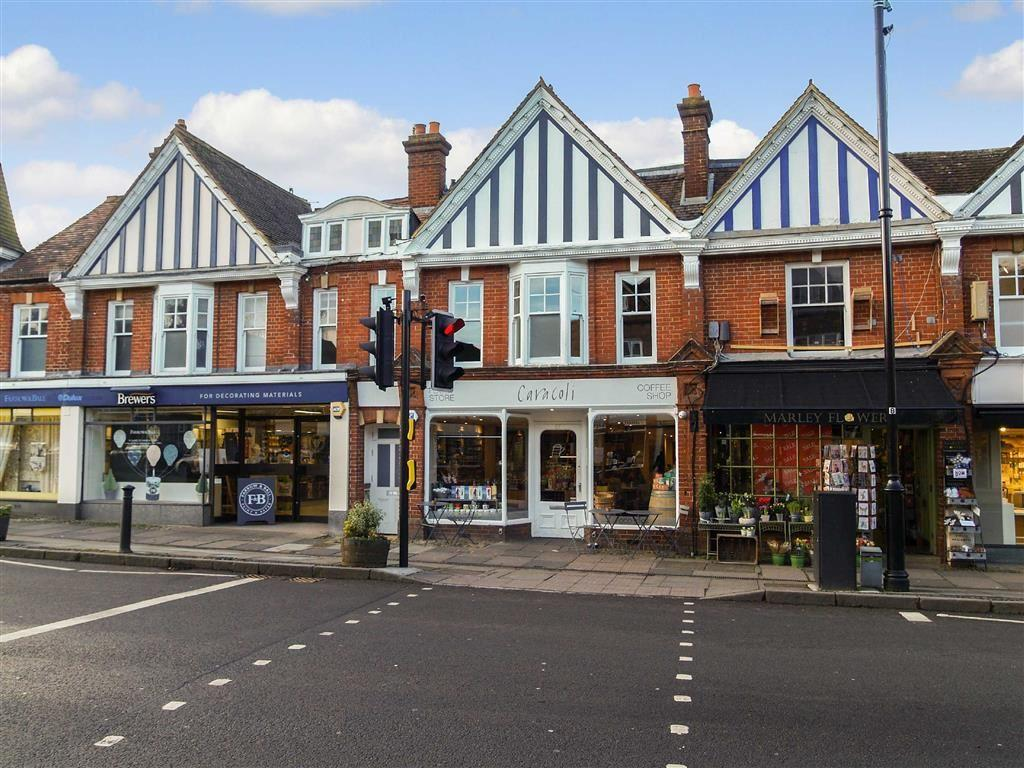 2 Bedrooms Flat for sale in West Street, Haslemere, Surrey, GU27