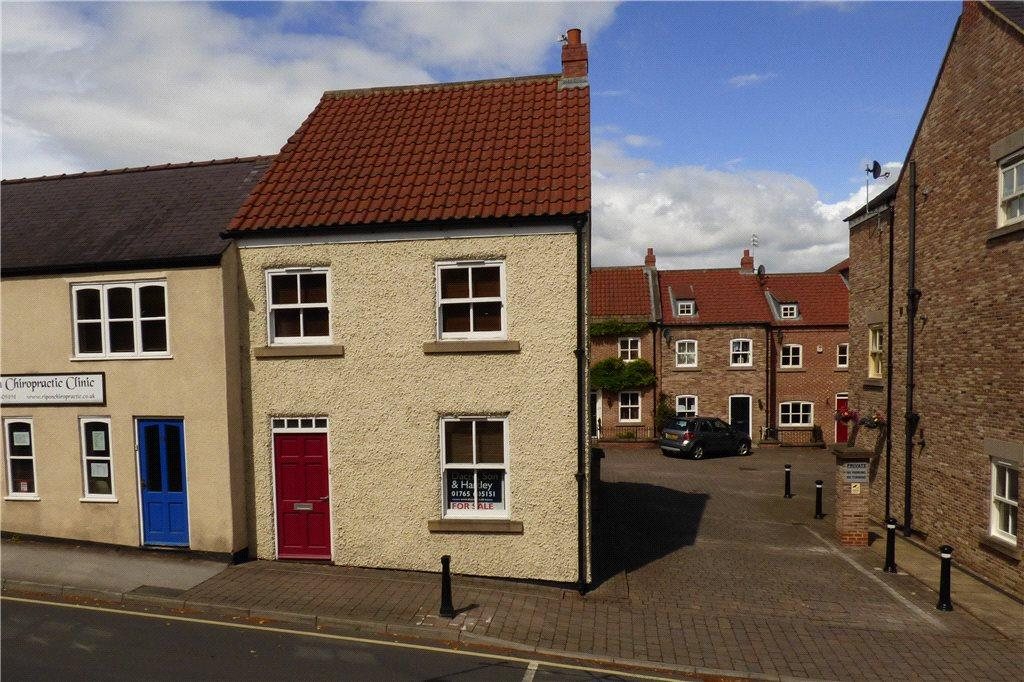 3 Bedrooms Semi Detached House for sale in Florentines Court, Allhallowgate, Ripon, North Yorkshire