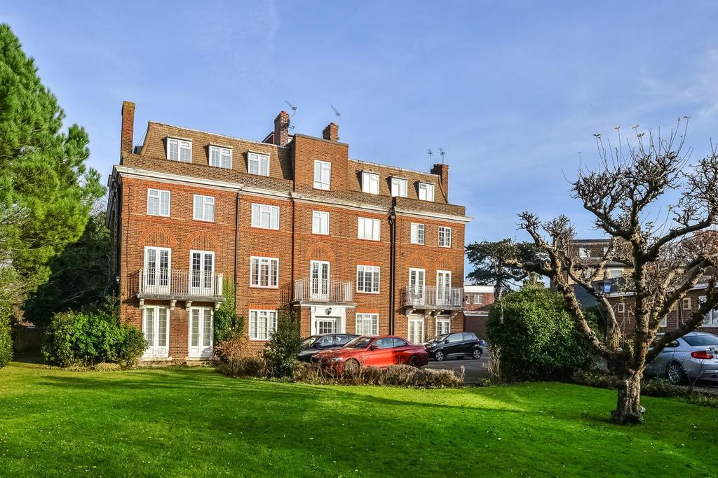 3 Bedrooms Flat for sale in High Street, Chislehurst, BR7