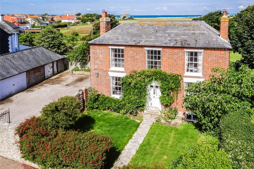 5 Bedrooms Detached House for sale in 32 West Street, Selsey, Chichester, West Sussex