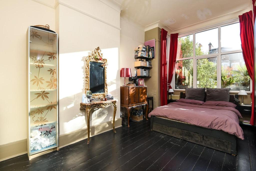2 Bedrooms Maisonette Flat for sale in The Limes Avenue, New Southgate, N11