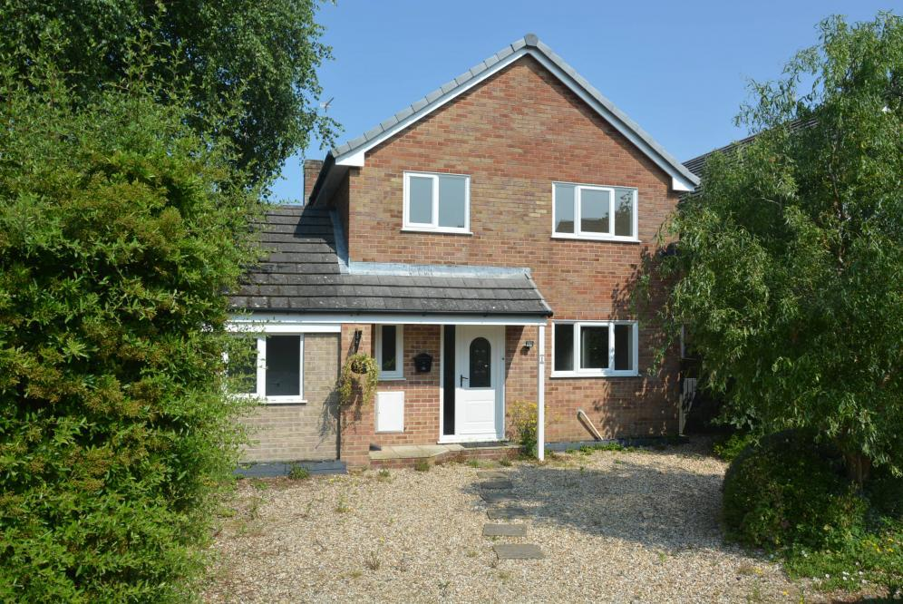 4 Bedrooms Detached House for sale in STURMINSTER MARSHALL