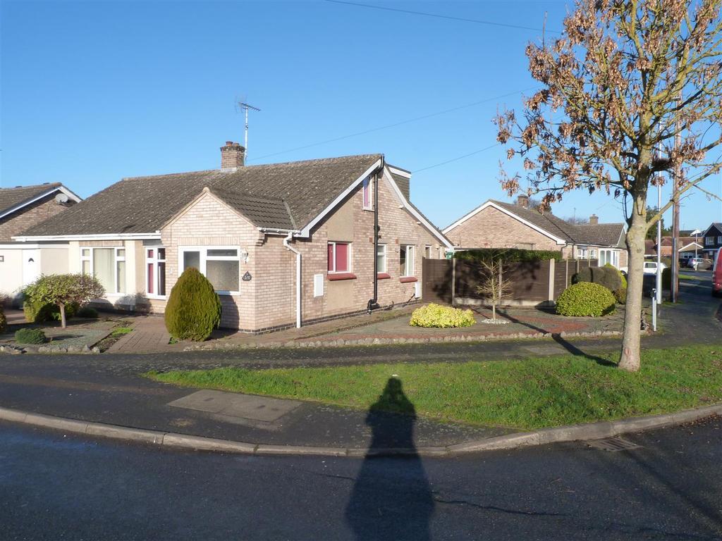3 Bedrooms Semi Detached Bungalow for sale in St. Nicholas Way, Market Harborough
