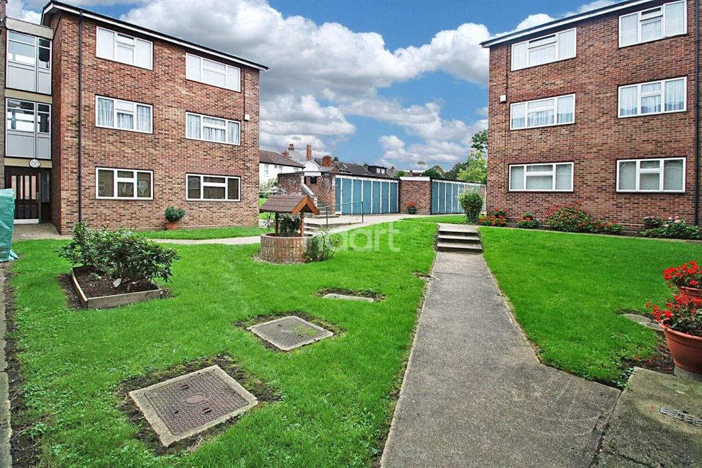 1 Bedroom Flat for sale in Artesian Close, Hornchurch