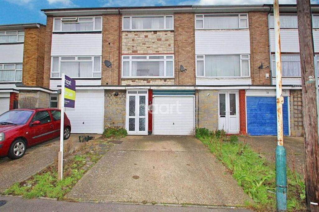 4 Bedrooms Terraced House for sale in Louise Gardens, Rainham Essex Rm13