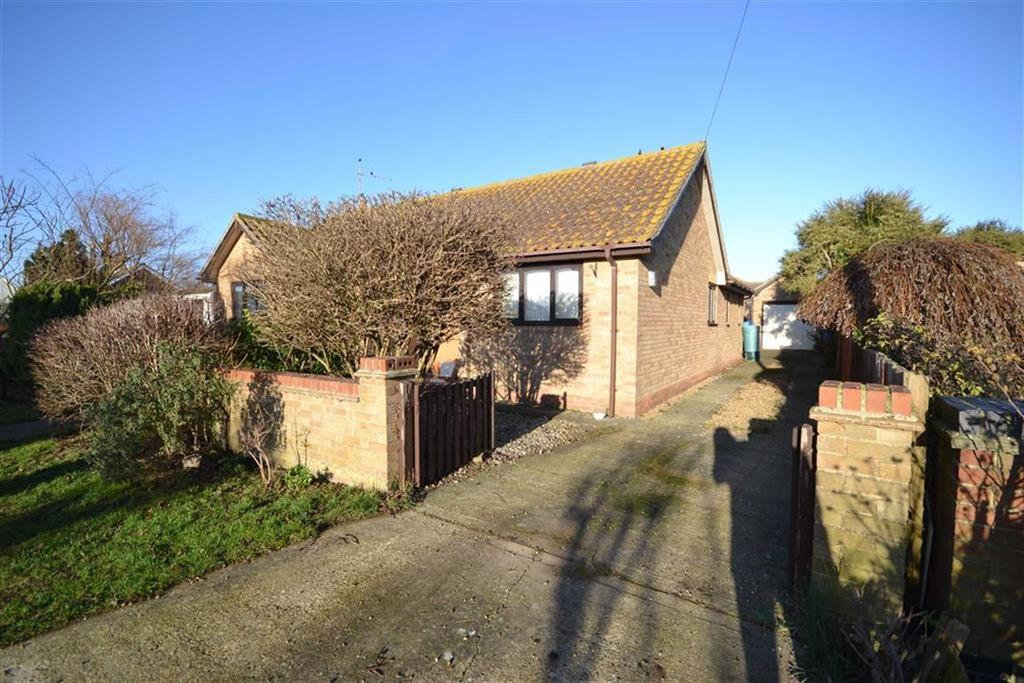 3 Bedrooms Bungalow for sale in Seaway, St Lawrence, Essex