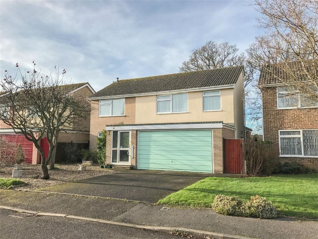 4 Bedrooms Detached House for sale in Egdon Drive, WIMBORNE, Dorset