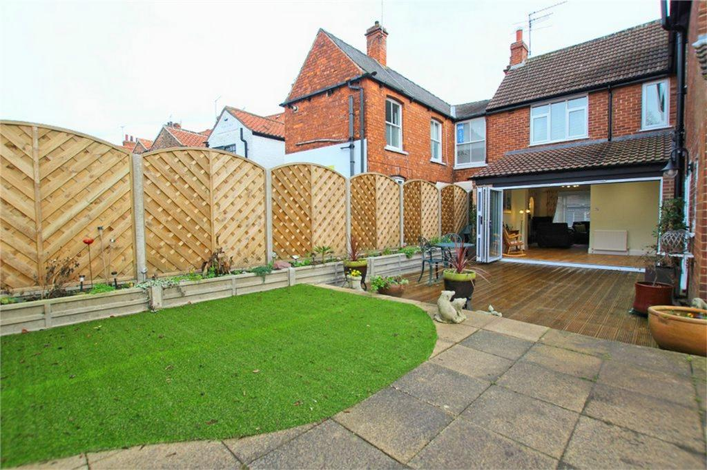 3 Bedrooms Detached House for sale in Lairgate, Beverley, East Riding of Yorkshire, East Yorkshire