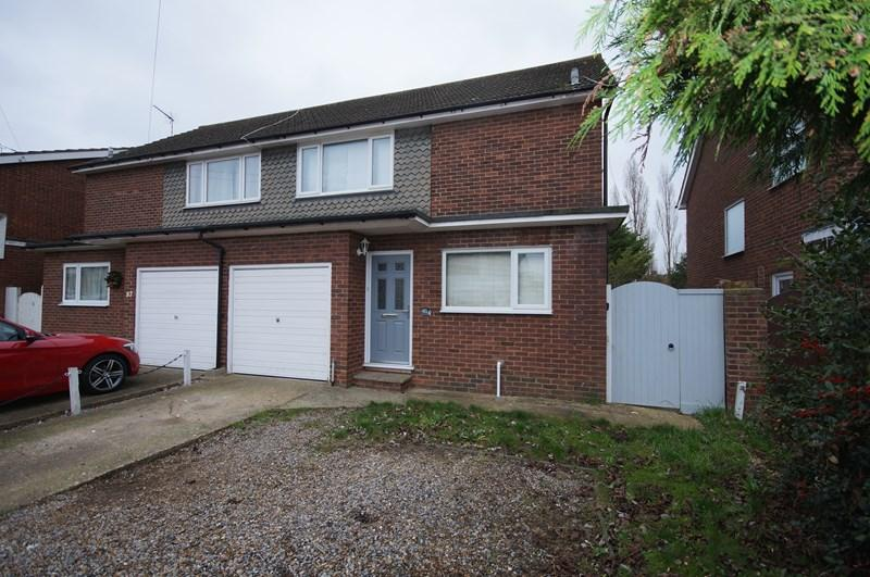 3 Bedrooms Semi Detached House for sale in Roseberry Avenue, Benfleet