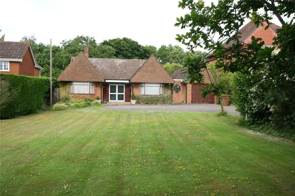 2 Bedrooms Detached Bungalow for sale in Cranbrook Road, Tenterden