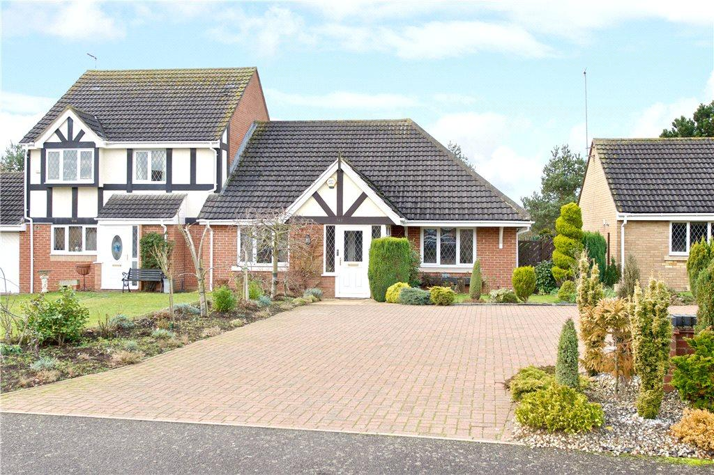 2 Bedrooms Semi Detached Bungalow for sale in Windingbrook Lane, Collingtree Park, Northampton, Northamptonshire