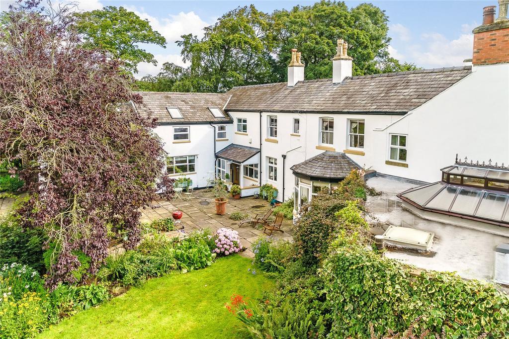 5 Bedrooms Semi Detached House for sale in Lodge Lane, Lytham St. Annes, Lancashire, FY8