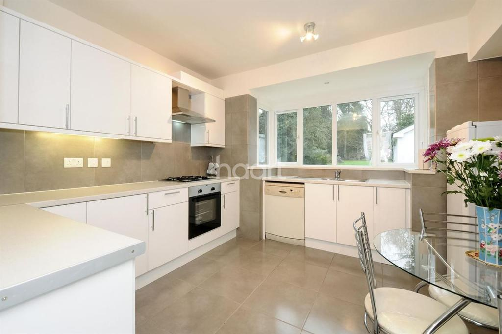 4 Bedrooms Detached House for sale in Robin Hood Way, London SW20