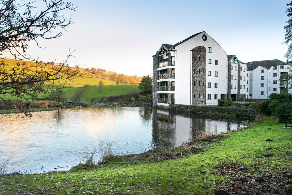 4 Bedrooms Penthouse Flat for sale in The Penthouse, 8 Falcon Crag, Burneside, Kendal, Cumbria, LA8 9HL