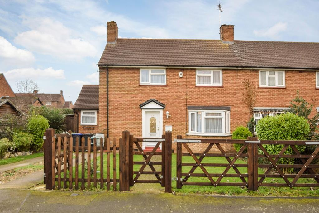 3 Bedrooms Semi Detached House for sale in The Green, Burnham, SL1