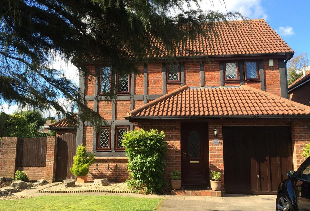 4 Bedrooms Detached House for sale in Sussex Close, Tudor Park, Bournemouth, BH9