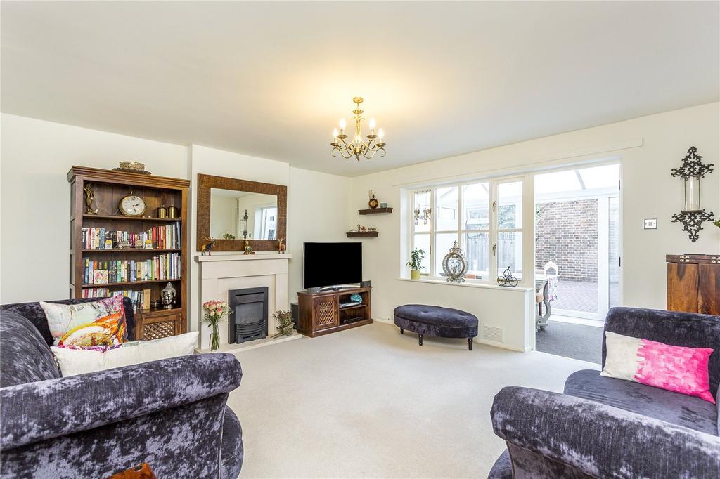 3 Bedrooms Terraced House for sale in Guy Barnett Grove, London, SE3