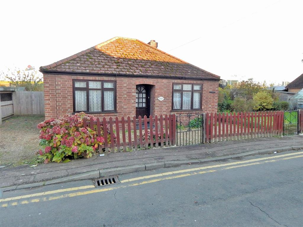 2 Bedrooms Detached Bungalow for sale in Horseshoe Terrace, Wisbech