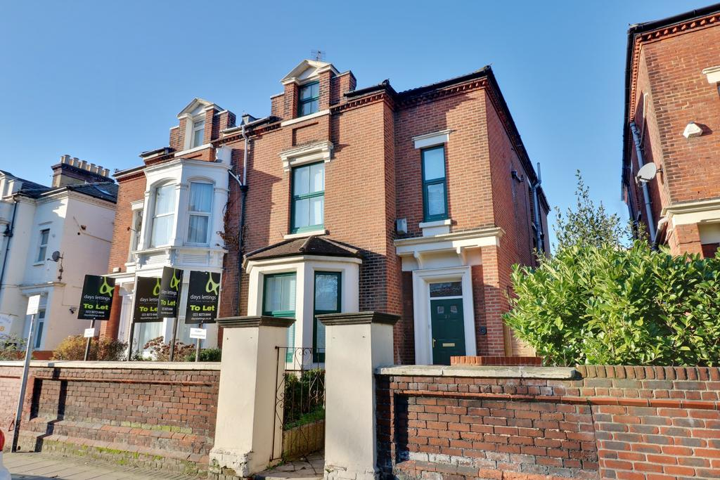 9 Bedrooms Semi Detached House for sale in Victoria Road North, Southsea