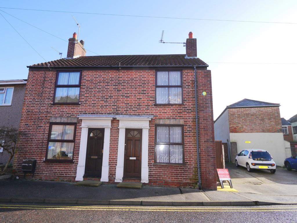 2 Bedrooms Semi Detached House for sale in Thurston Road, North Lowestoft