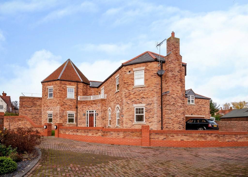 5 Bedrooms Detached House for sale in 1 Bridge Lane Court