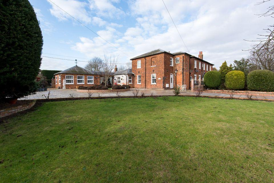 4 Bedrooms Semi Detached House for sale in Latchingdon