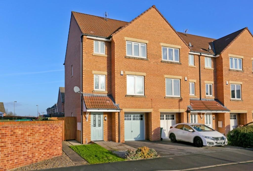 4 Bedrooms Town House for sale in St. Annes Drive, Wakefield