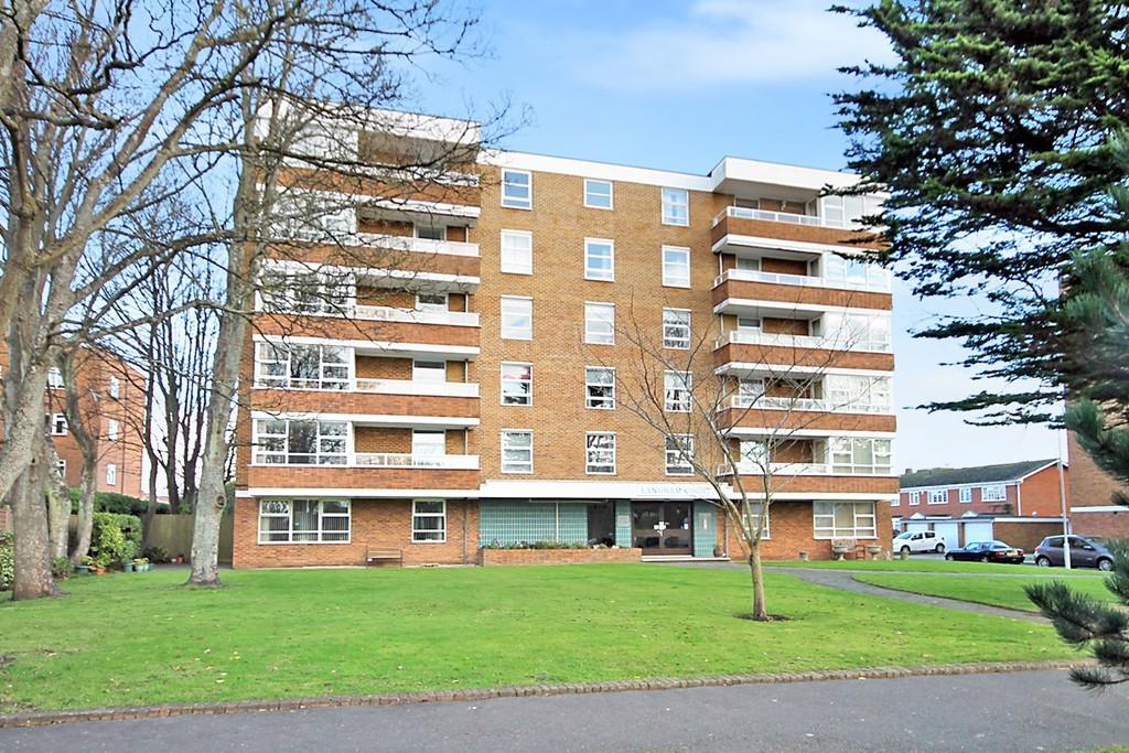 2 Bedrooms Apartment Flat for sale in Langham Court, Grand Avenue, Worthing BN11 5BW