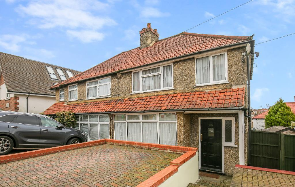 3 Bedrooms Semi Detached House for sale in Coulsdon Road, Caterham, Surrey, CR3 5NW