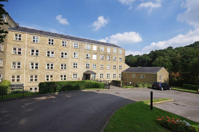 2 Bedrooms Duplex Flat for sale in Spinners Hollow, Ripponden, HX6 4HY