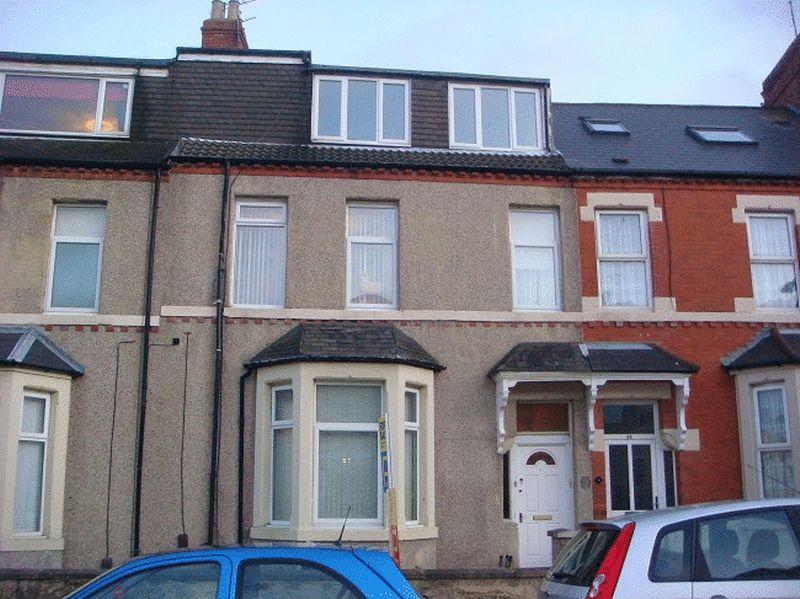 2 Bedrooms Apartment Flat for sale in North Parade, Whitley Bay - Two Bedroom Apartment