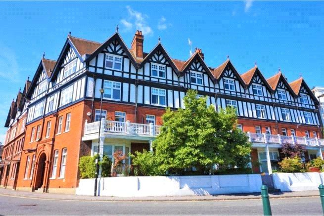 3 Bedrooms Flat for sale in Royal Mansions, Station Road, Henley-on-Thames, Oxfordshire, RG9