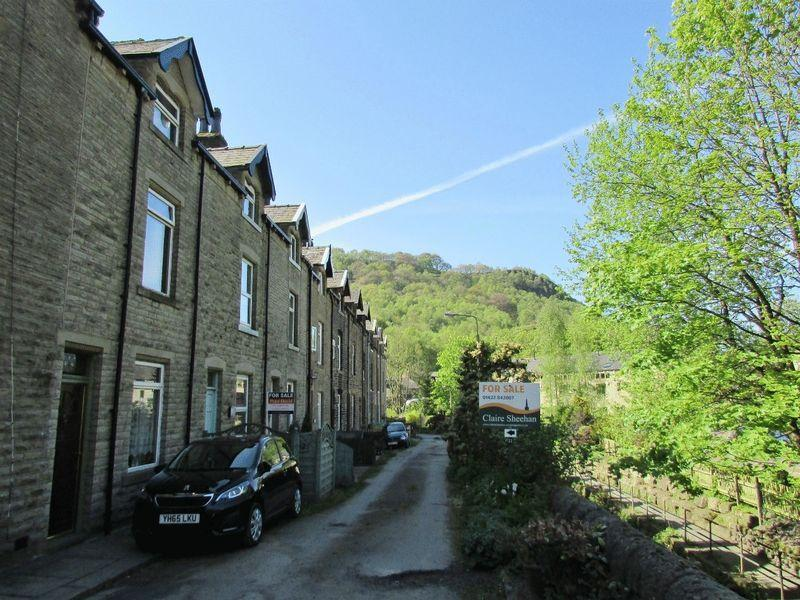 3 Bedrooms Terraced House for sale in Adelaide Street, Hebden Bridge