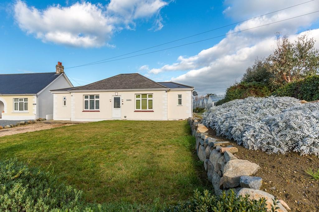 3 Bedrooms Bungalow for sale in La Route de la Hougue du Pommier, Castel, Guernsey