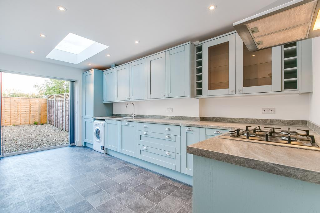 2 Bedrooms Flat for sale in Fulham Palace Road, London
