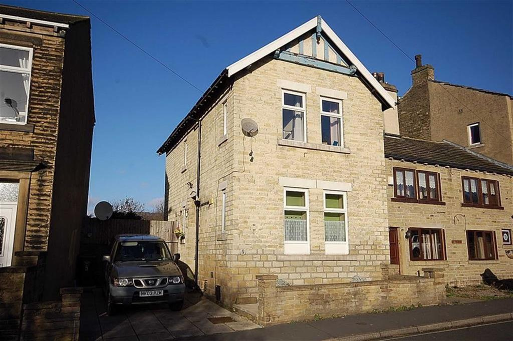 3 Bedrooms Semi Detached House for sale in Elland Lane, Elland, HX5